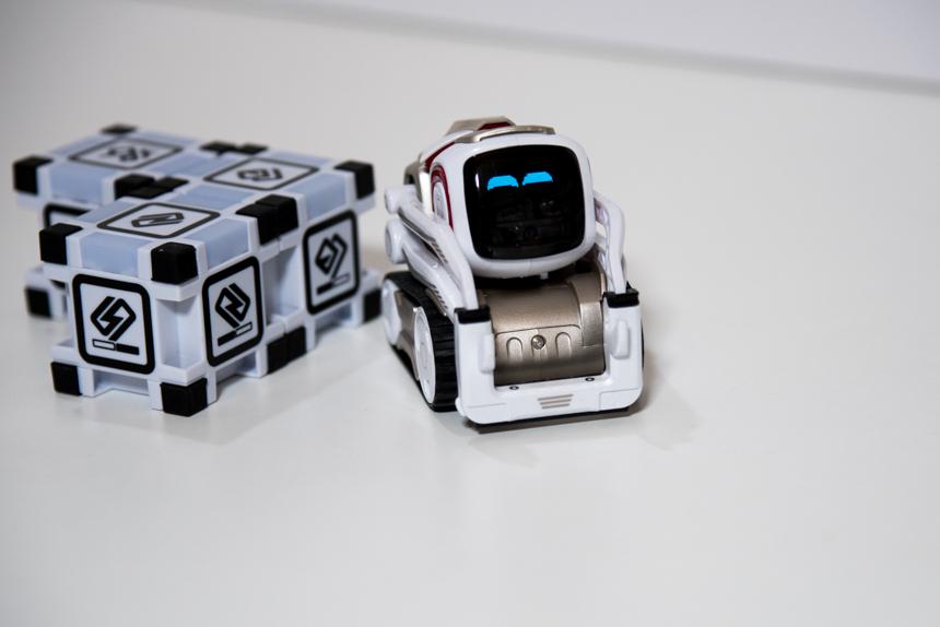 人工知能ロボットCOZMOがやってきました